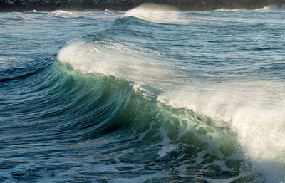 Breaking waves in an offshore wind, Turner's Beach, Yamba
